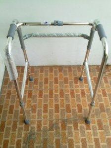 Walker crutch Kaki 4 alat bantu jalan untuk penderita stroke atau dalam masa penyembuhan, baik untuk terapi, dapatkan dengan harga yang terjangkau